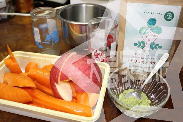 モリンガパウダー料理方法。リンゴとにんじんのジュース